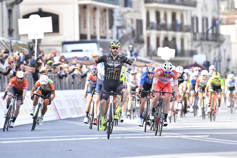 Stacchiotti wins Stage 1 of Il Giro di Sicilia and wears the first Maglia Rossa e Gialla