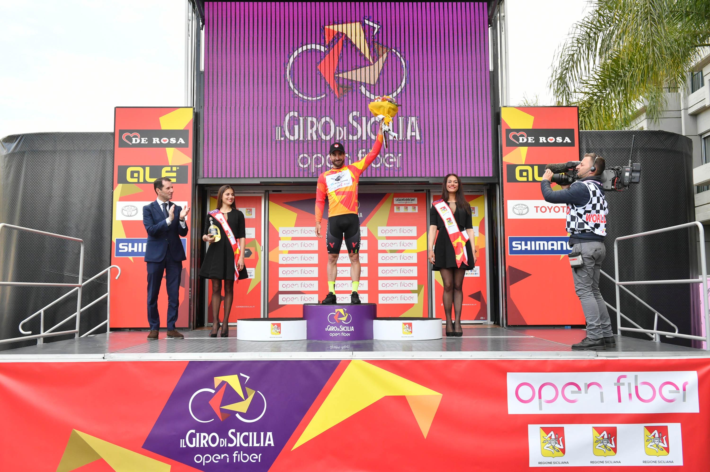 Alla festa de Il Giro di Sicilia brinda Stacchiotti