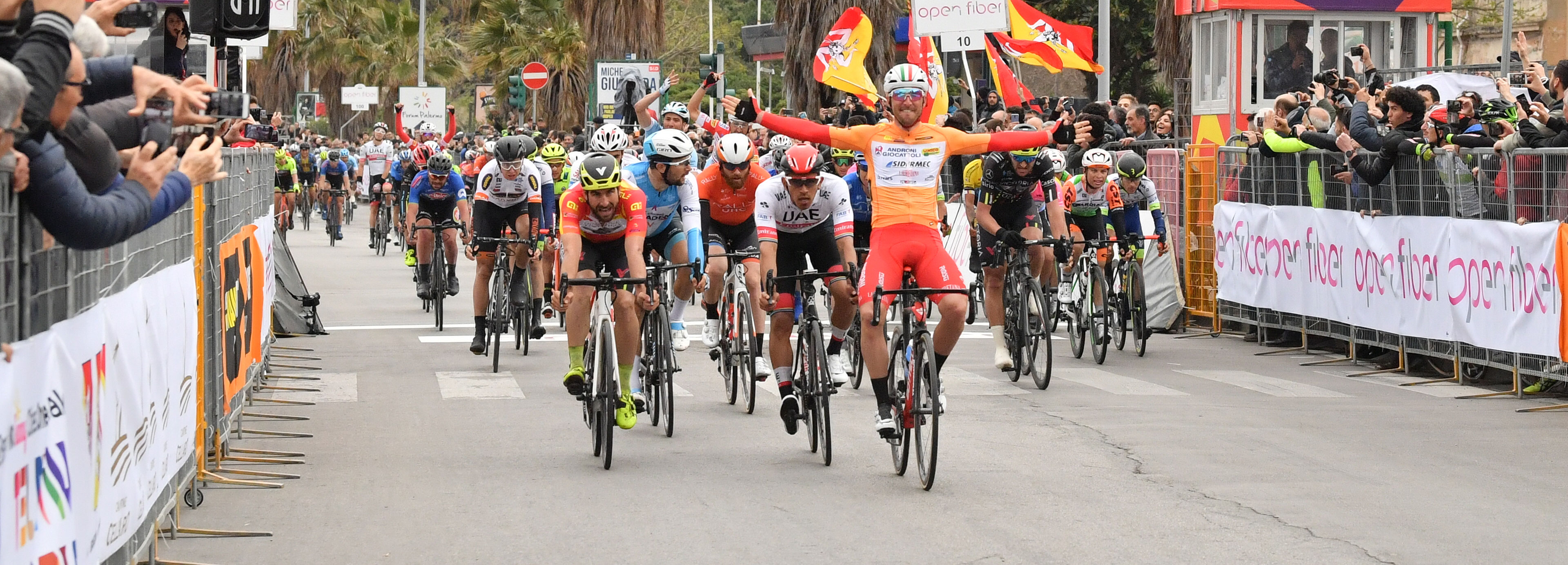 Belletti wins Stage 2 of Il Giro di Sicilia and wears the Maglia Rossa e Gialla