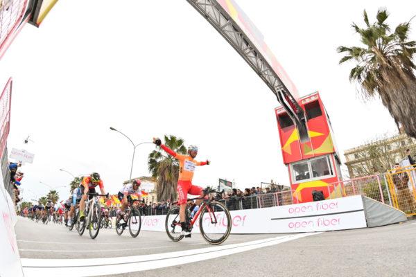 Foto LaPresse - Massimo Paolone 4 Aprile 2019 Palermo (Italia) Sport Ciclismo Il Giro di Sicilia 2019 - Tappa 2 - Da Capo D'Orlando a Palermo - km 236 Nella foto: BELLETTI Manuel (ITA) (ANDRONI GIOCATTOLI - SIDERMEC)  vince la tappa  Photo LaPresse - Massimo Paolone April 4, 2019 Palermo (Italy)  Sport Cycling Il Giro di Sicilia - Stage 2 - From Capo D'Orlando to Palermo - 146,6 miles In the pic: BELLETTI Manuel (ITA) (ANDRONI GIOCATTOLI - SIDERMEC)  wins the stage